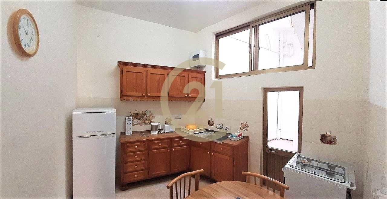 Three Bedroom Terraced House Located in a Prime Part For Rent in Victoria